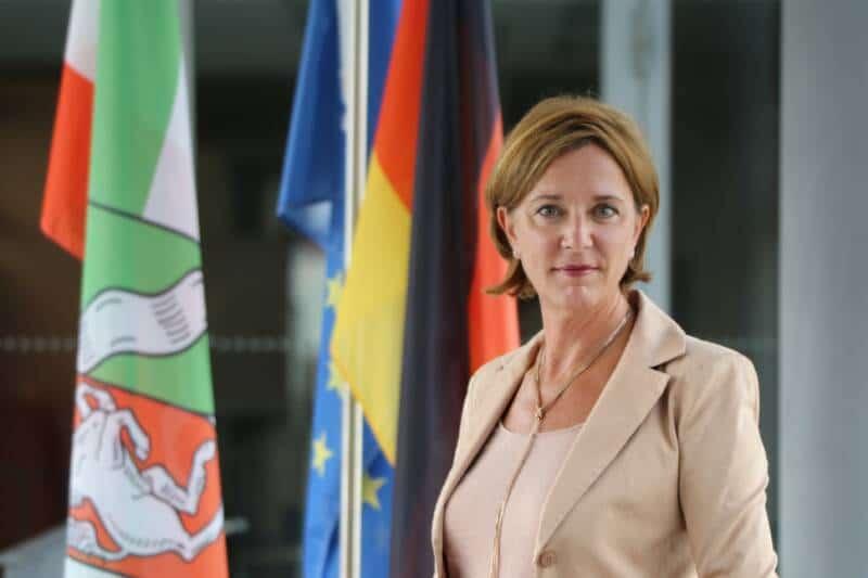 """NRW-Bildungsministerin Yvonne Gebauer (FDP): """"Ohne außerschulische Angebote geht es nicht!"""""""