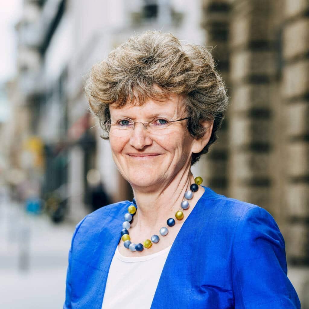 Geschäftsführerin Gabriele Lipp - Deutscher Philologenverband